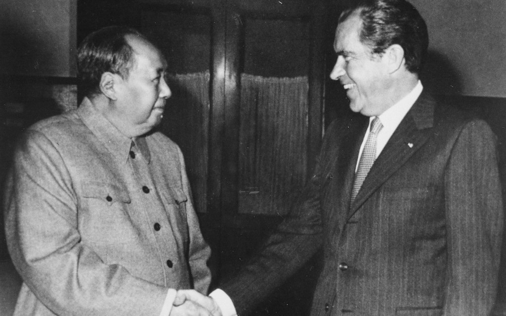 Никсон и Мао во время исторической встречи 1972 года