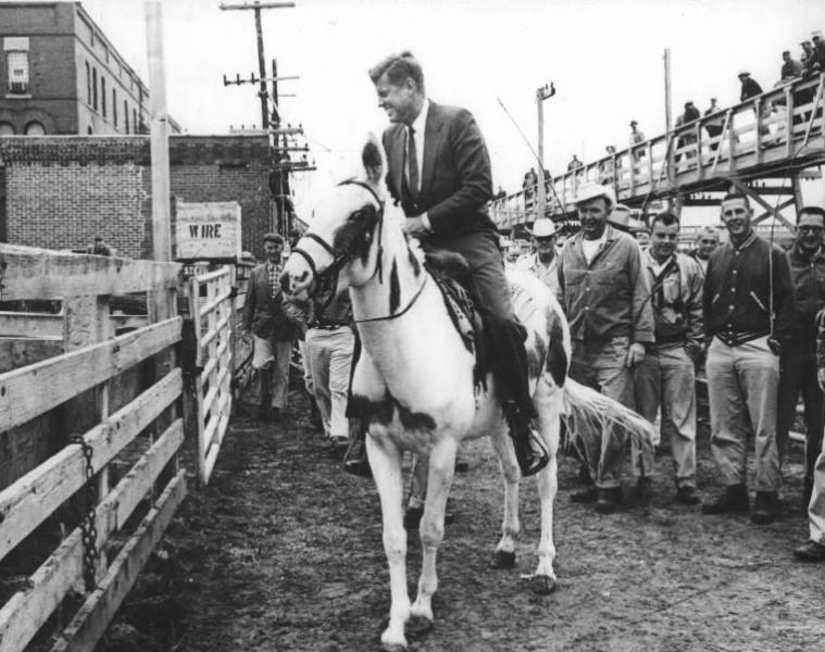 Кеннеди на лошади