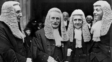 адвокаты в париках