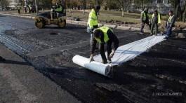 Чому Київ вкритий вбитими дорогами, якщо гроші на їхній ремонт є?