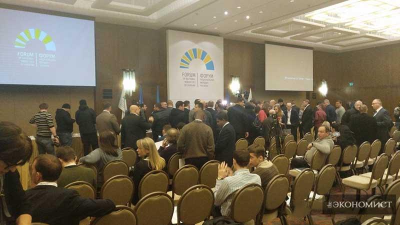 Форум національних меншин України зірвано агресивними праворадикалами
