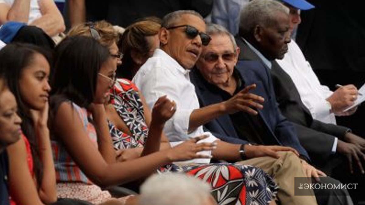 Барак Обама и Рауль Кастро смотрят бейсбольный матч между сборной Кубы и сборной Высшей бейсбольной  лиги на Estadio Latinoamericano 22 марта 2016 года в Гаване. (Chip Somodevilla / Getty Images)