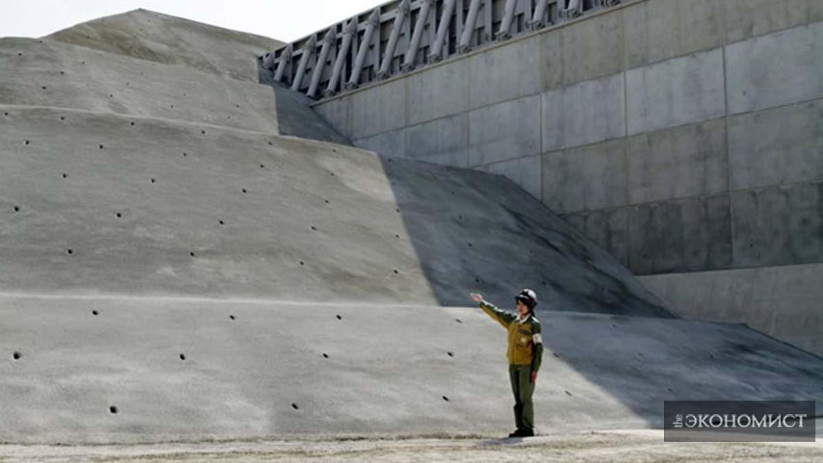 Стена на участке АЭС Хамаока