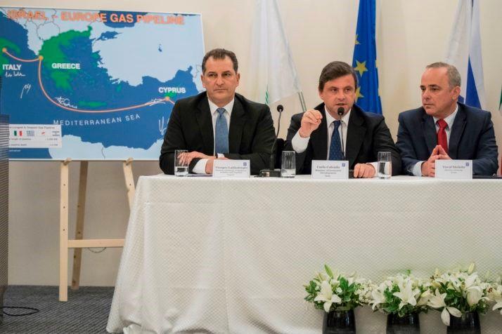 Министр энергетики Кипра Йиоргос Лаккотрипис, министр экономического развития Италии Карло Календа и министр энергетики Израиля Юваль Штайниц выступили на совместной пресс-конференции после энергетического саммита в Тель-Авиве