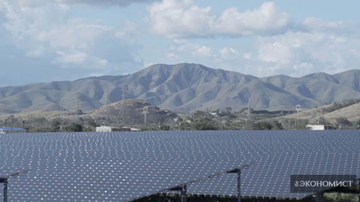 Солнечные батареи возле Салинаса, Пуэрто-Рико. Фото: Кристиан Карретеро