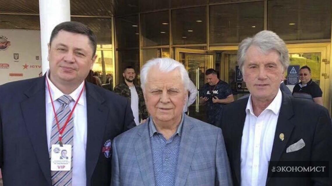 Президент Федерации кикбоксинга Украины ISKA Олег Мандзюк и экс-Президенты Украины Леонид Кравчук и Виктор Ющенко