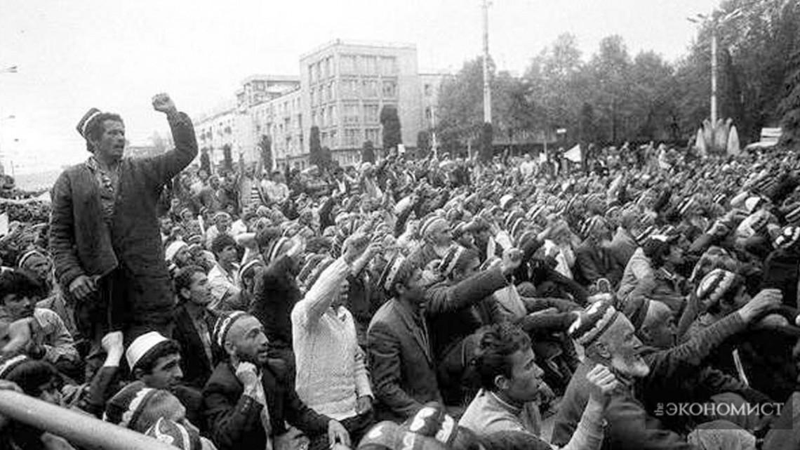 Протестующие в г.Душанбе, Таджикистан во время гражданской войны