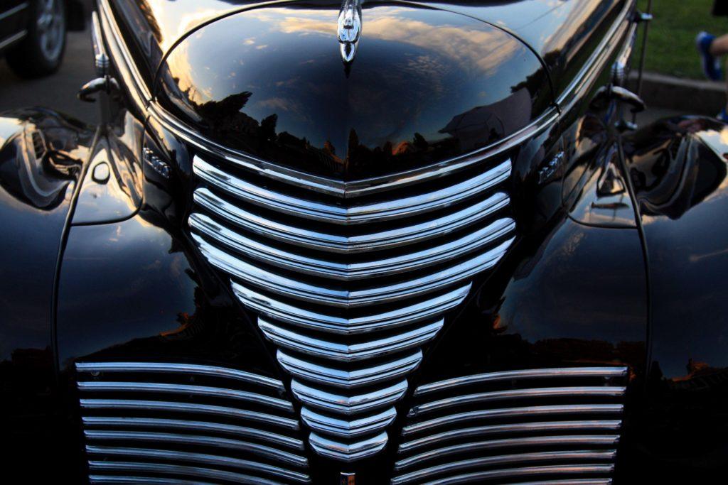 Не исключено, что образ «чужого» Ридли Скотт позаимствовал, когда рассматривал бампер крайслеровского «DeSoto» 1939 года выпуска.