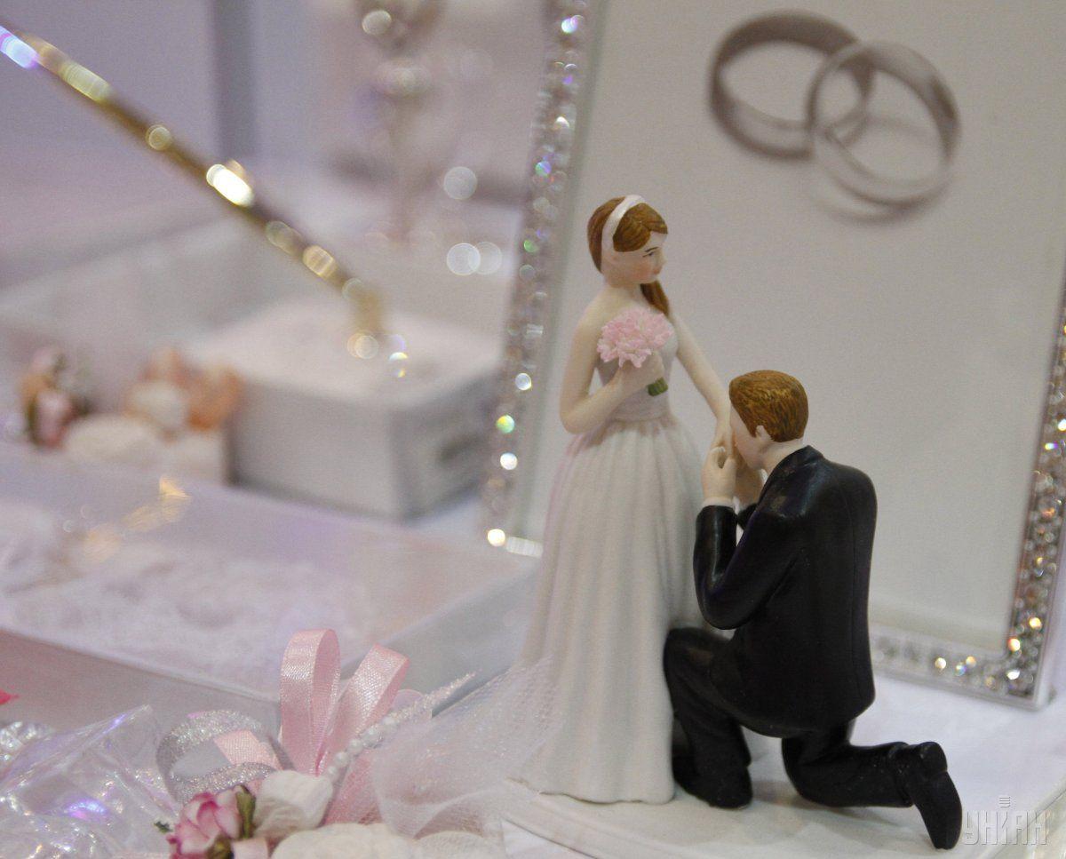 Бракосочетание в первый месяца лета обещает молодоженам «сладкую медовую» семейную жизнь / УНИАН